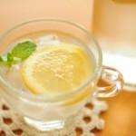 生理前のむくみ解消法、塩分を控えて水分を摂ると効果的